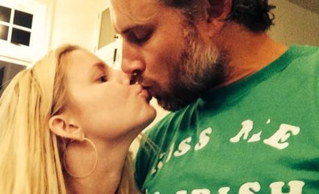Jessica Simpson and Eric Johnson Share a Kiss