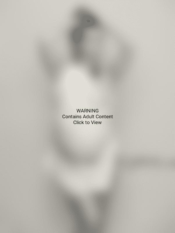 Kourtney Kardashian poses naked at nine months pregnant