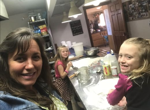 Michelle Duggar With Daughters on Facebook