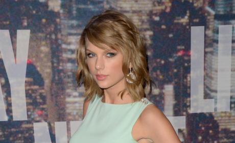 Taylor Swift at SNL 40