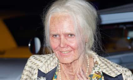 Heidi Klum Dresses as Elderly Woman, Wins Halloween