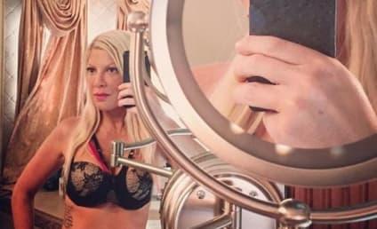 Tori Spelling Bra Selfie: Looking Good! (And a Little Desperate)