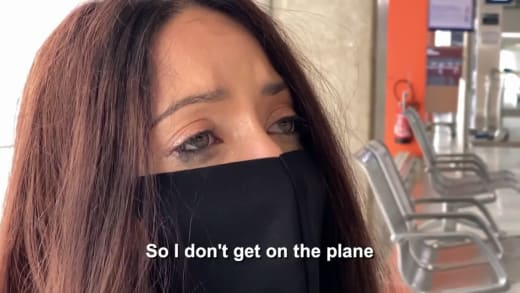 Amira Lollysa cries in the airport - so I don't get on the plane
