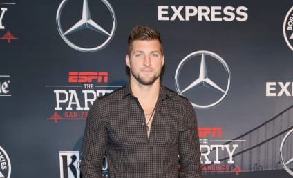 Tim Tebow Leads Prayer For Heart Attack Victim Mid-Flight