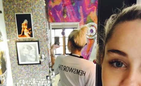 Miley Cyrus Wears T-shirt With Hemsworth On It