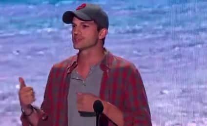 "Ashton Kutcher Wins ""Old Guy"" Teen Choice Award, Offers Life Advice"