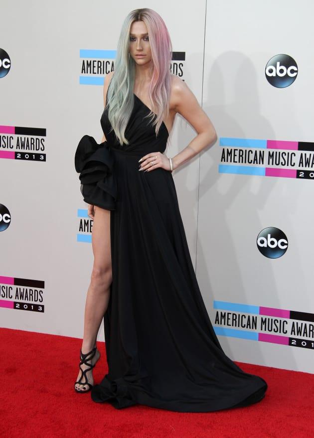 Ke$ha on American Music Awards