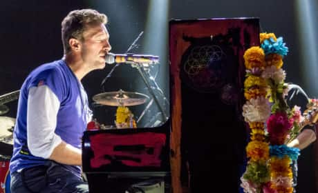 Coldplay Pays Tribute to Paris Attack Victims