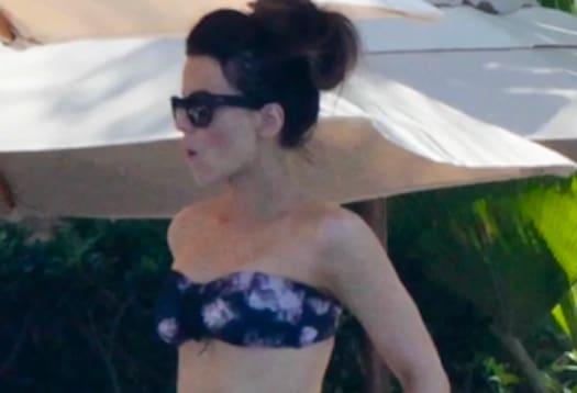 Kate beckinsale bikini the hollywood gossip - Kate beckinsale pool ...