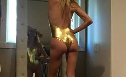 """Brandi Glanville Posts Photo of Butt, Gives Shout-Out to """"Moms Everywhere"""""""