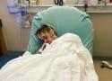 亚伦卡特赶到急诊室;妈妈指责兄弟尼克·卡特