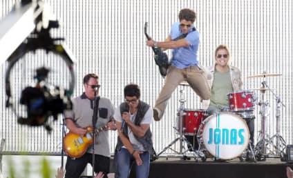 The Jonas Brothers Perform on TRL