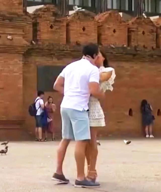 Kiss in thailand