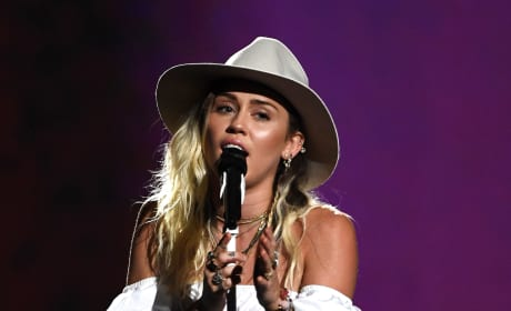 "Miley Cyrus Belts Out ""Malibu,"" Breaks Down at Billboard Music Awards"