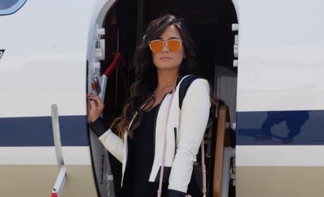Demi Lovato, Off a Plane