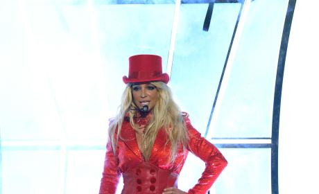 Britney Spears Takes The Stage: 2016 Billboard Music Awards