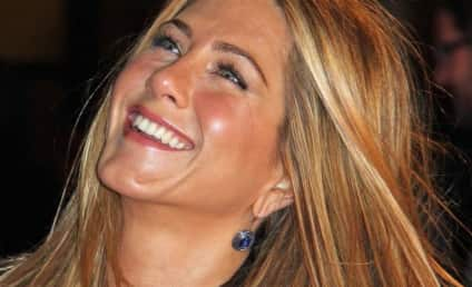 Jennifer Aniston Gets Flirty with Gerard Butler!
