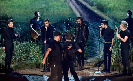 """One Direction - """"Night Changes"""" (American Music Awards"""")"""