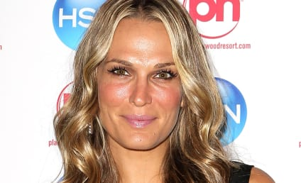 Molly Sims and Scott Stuber: Engaged!