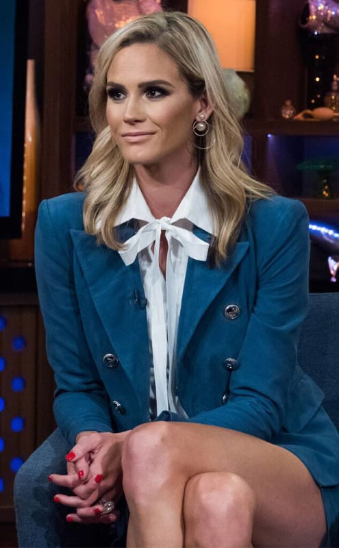Meghan king edmonds on the couch