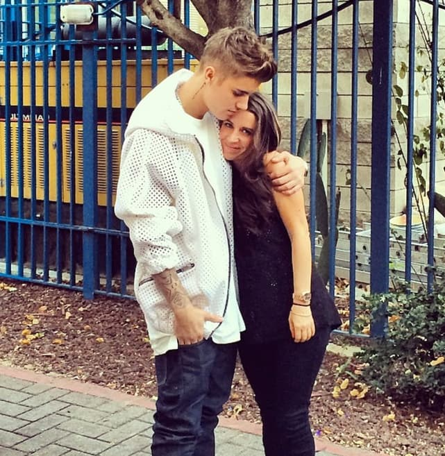 Justin Bieber Hugs Mommy