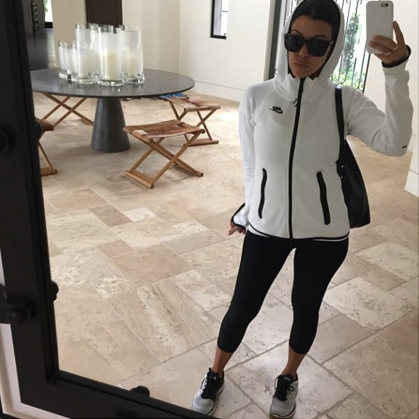 Kourtney Kardashian Selfie Alert!