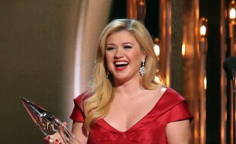 Kelly Clarkson with a CMA
