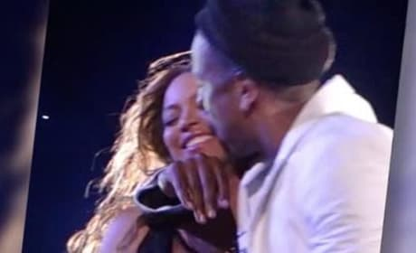 Beyonce and Jay Z: Snuggling Up on Stage!