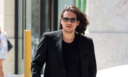 John Mayer Shirtless!!!