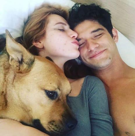 Bella Thorne y Tyler Posey en la cama por cumpleaños