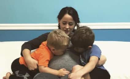 Jenelle Evans Responds to Parenting Criticism With a Baby Bump Selfie