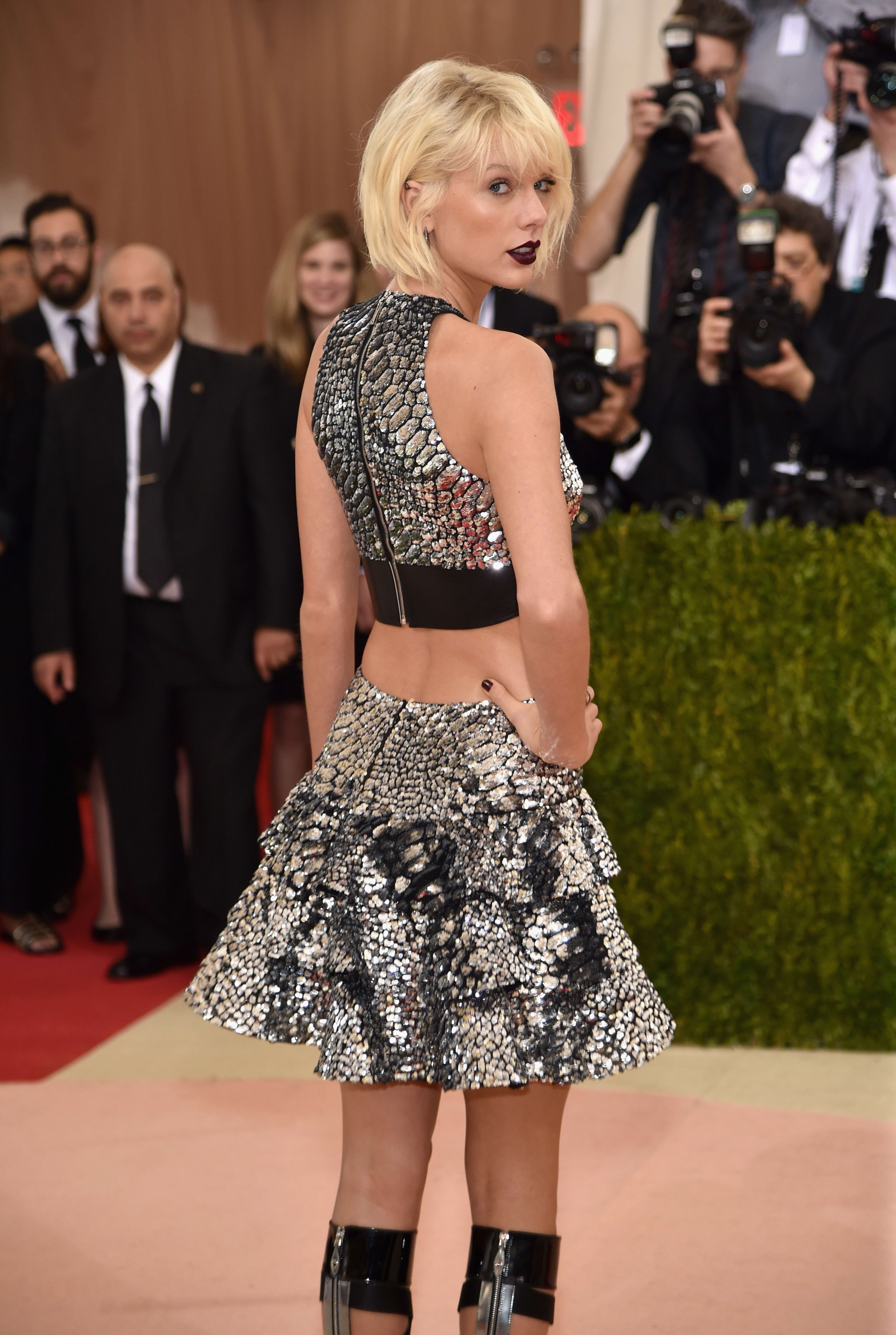Taylor Swift Butt Implant Rumors Confirmed The Hollywood Gossip