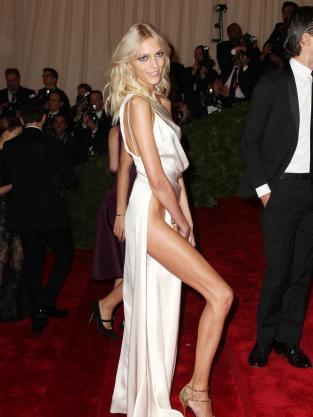 Anja Rubik Leg Pose One Up Angelina Jolie The Hollywood
