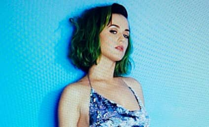 """Katy Perry Instagram Photo Shows Off Green Hair, HOT """"Casual Tuesday Lewk"""""""