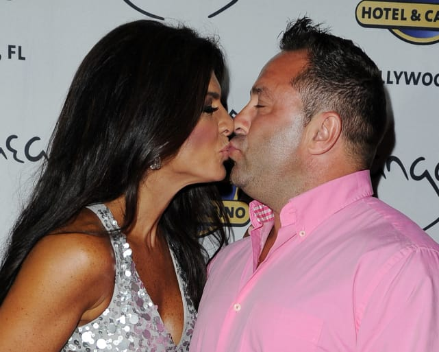 Teresa giudice kisses husband