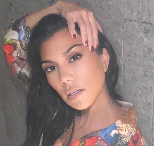 Kourtney Kardashian, Twisted Selfie