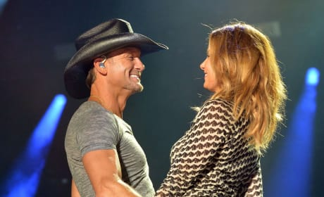 Faith Hill and Tim McGraw Perform at CMA's - 2014