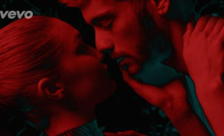 "Zayn Malik Makes Out with Gigi Hadid in ""Pillowtalk"" Video"