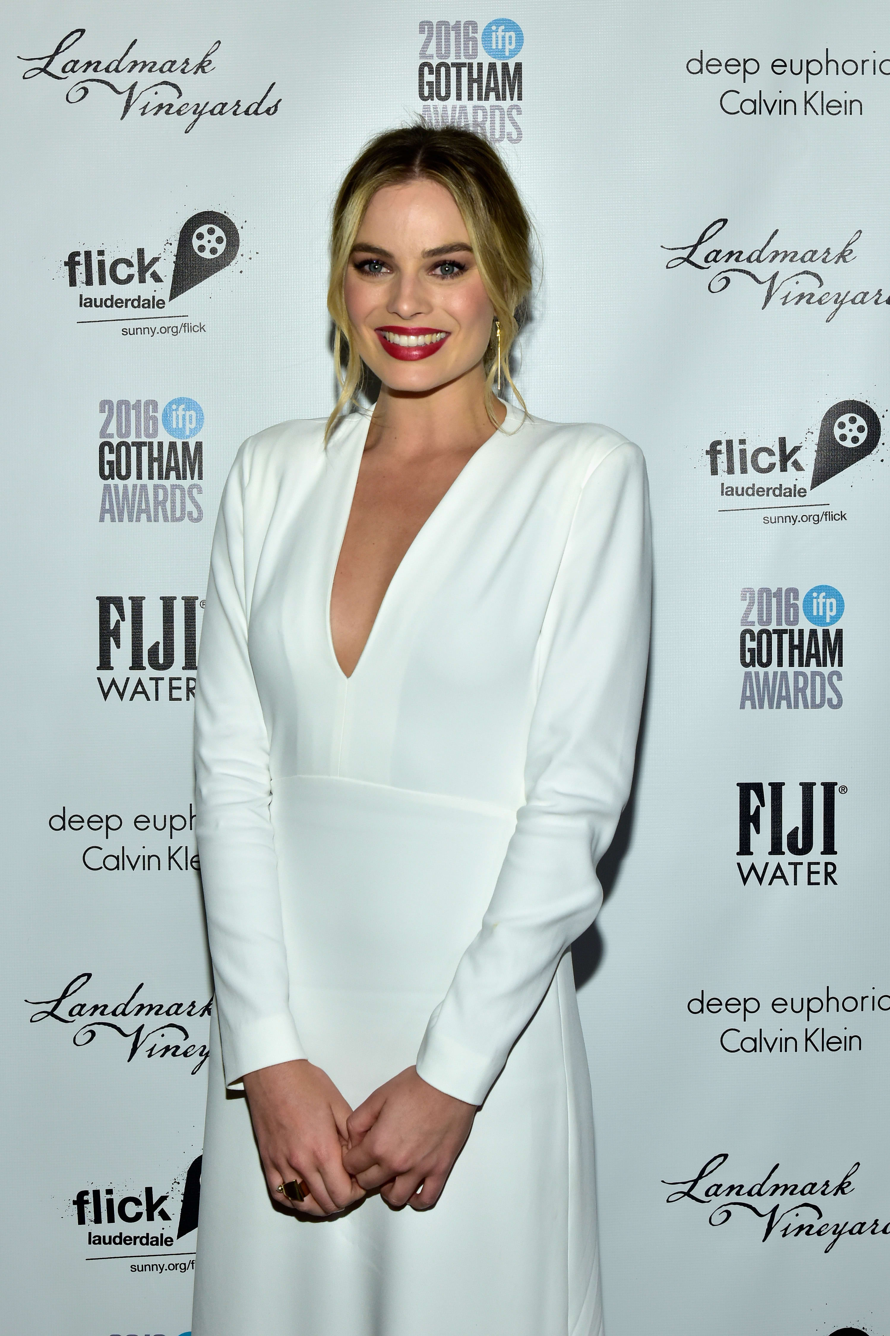 Margot Robbie Red Carpet Pic - The Hollywood Gossip
