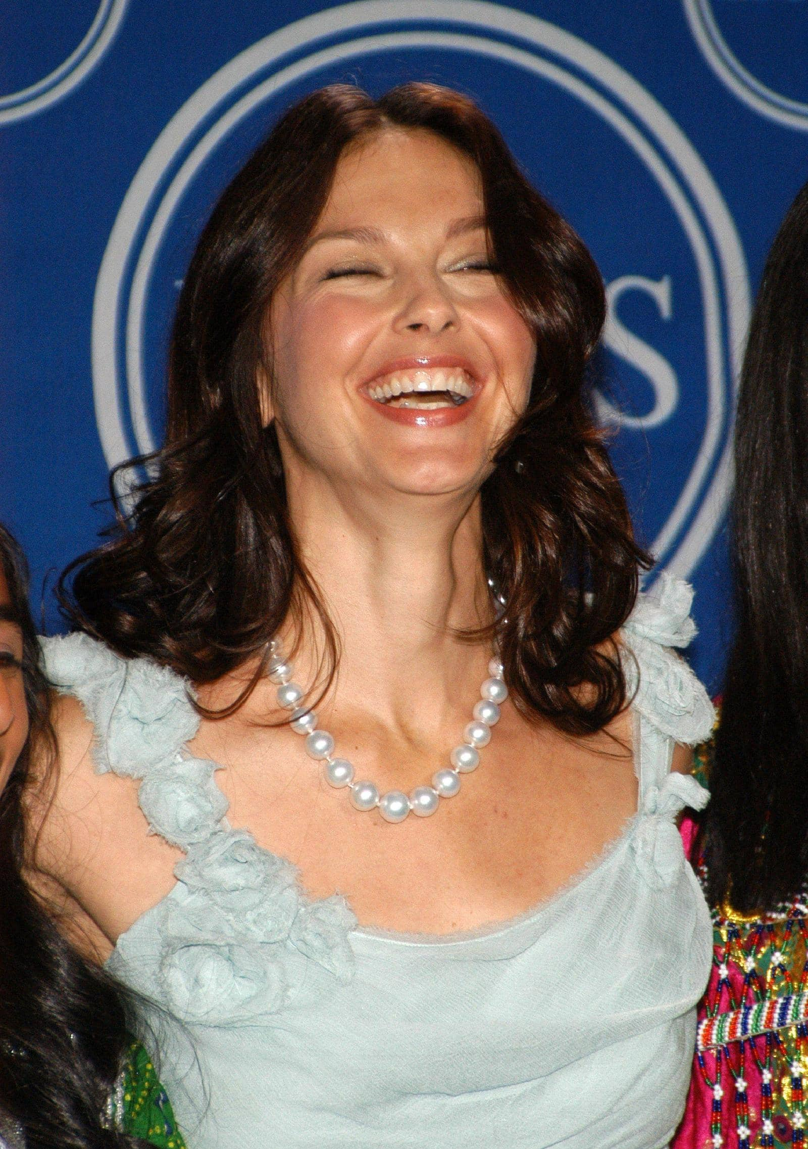 ashley-judd-laughs