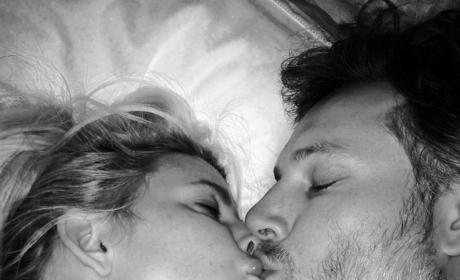 Jessica Simpson and Eric Johnson: Goodnight Kiss