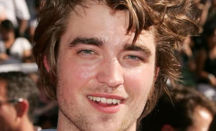 "New Moon Co-Star: Edward Cullen is ""Hallucination"" in Movie"