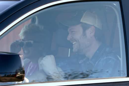 Blake Shelton Picks Up Gwen Stefani