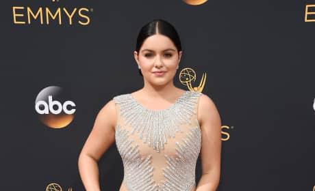 Ariel Winter 2016 Emmy Awards Pose Pic