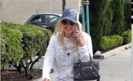 Anna Faris Goes Incognito