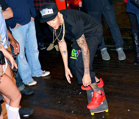 Bieber Skateboarding