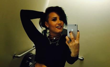 Demi Lovato Abs Photo