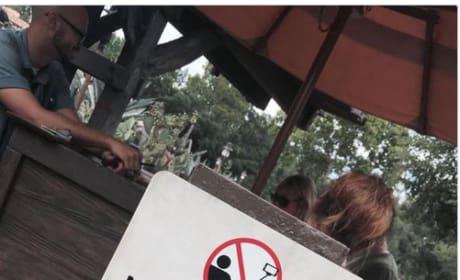 Disney No Selfie Sticks