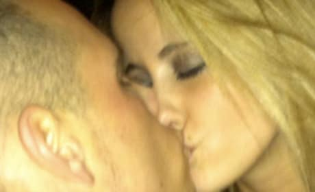 Jenelle Evans Kissing