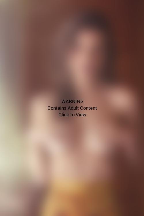 Emily Ratajkowski Topless Picture